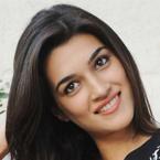 Yet to shoot with Shah Rukh Khan, Kajol: Kriti Sanon